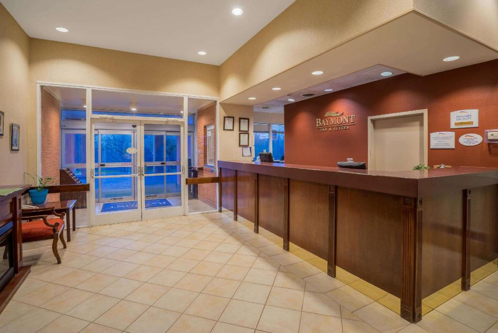 Lobby Baymont by Wyndham Warrenton