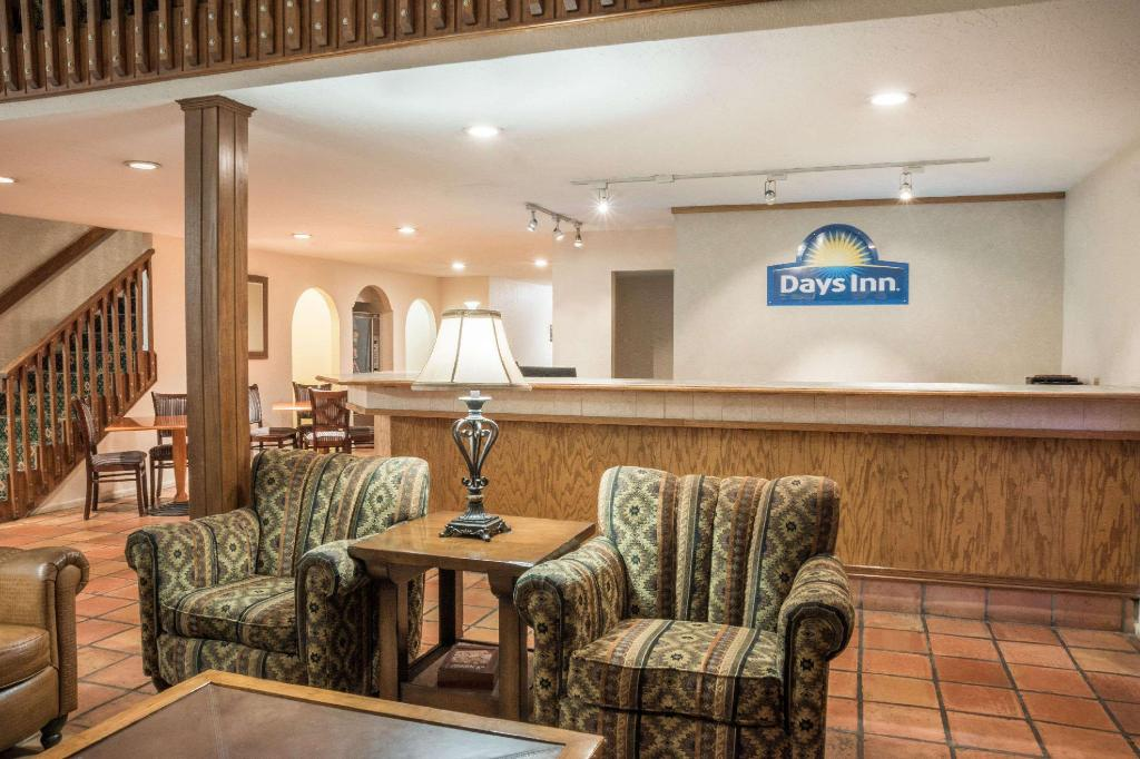 Lobby Days Inn by Wyndham Beaumont