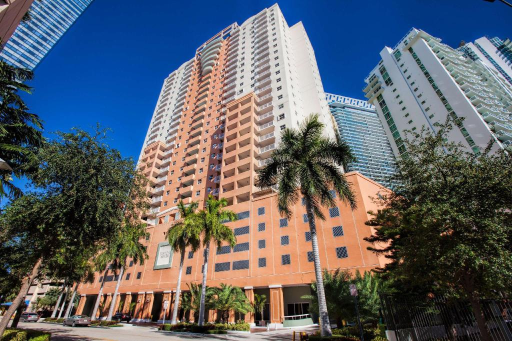 Fortune House Hotel Suites in Miami (FL) - Room Deals, Photos & Reviews