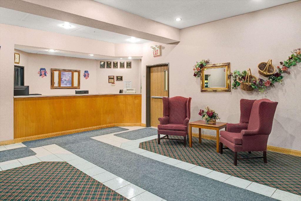 Lobby Travelodge by Wyndham St. Louis