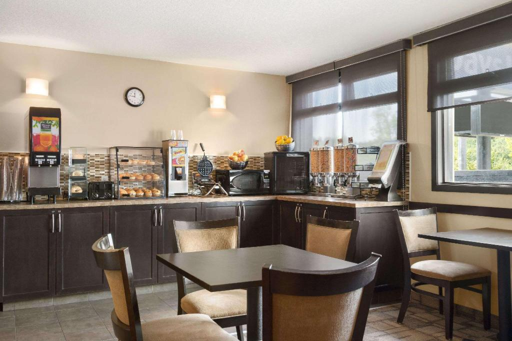 Café Days Inn by Wyndham Calgary Northwest