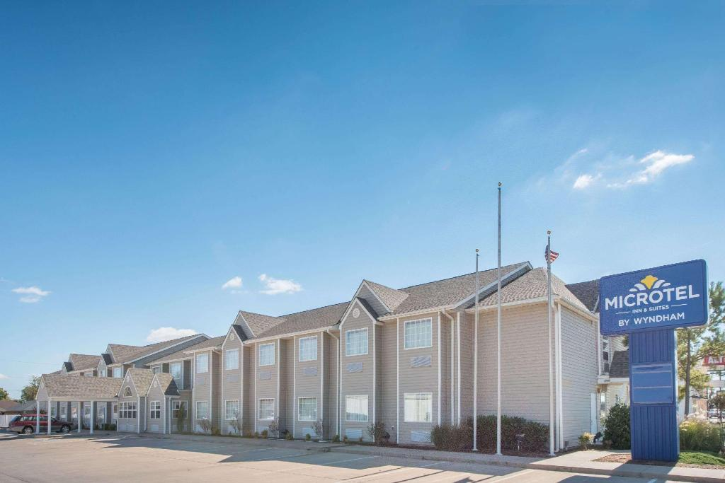 Microtel Inn & Suites by Wyndham Altus