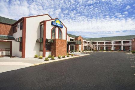 Зовнішній вигляд готелю Days Inn by Wyndham Wichita West Near Airport