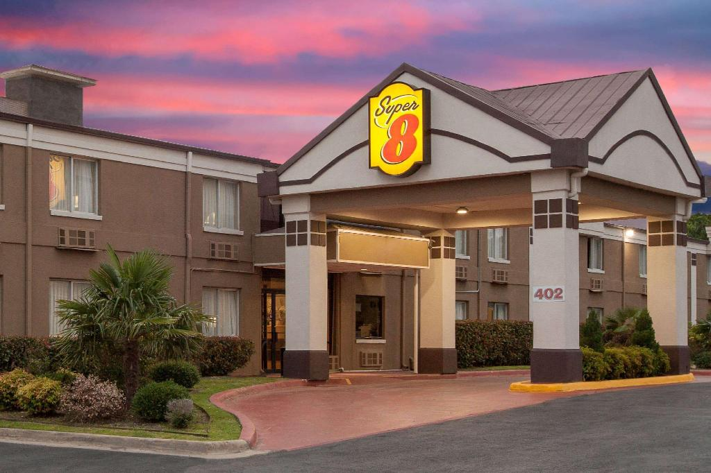 Super 8 By Wyndham Grand Prairie North