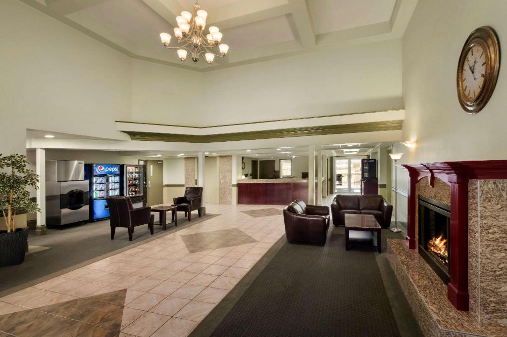 Lobby Days Inn & Suites by Wyndham Whitecourt