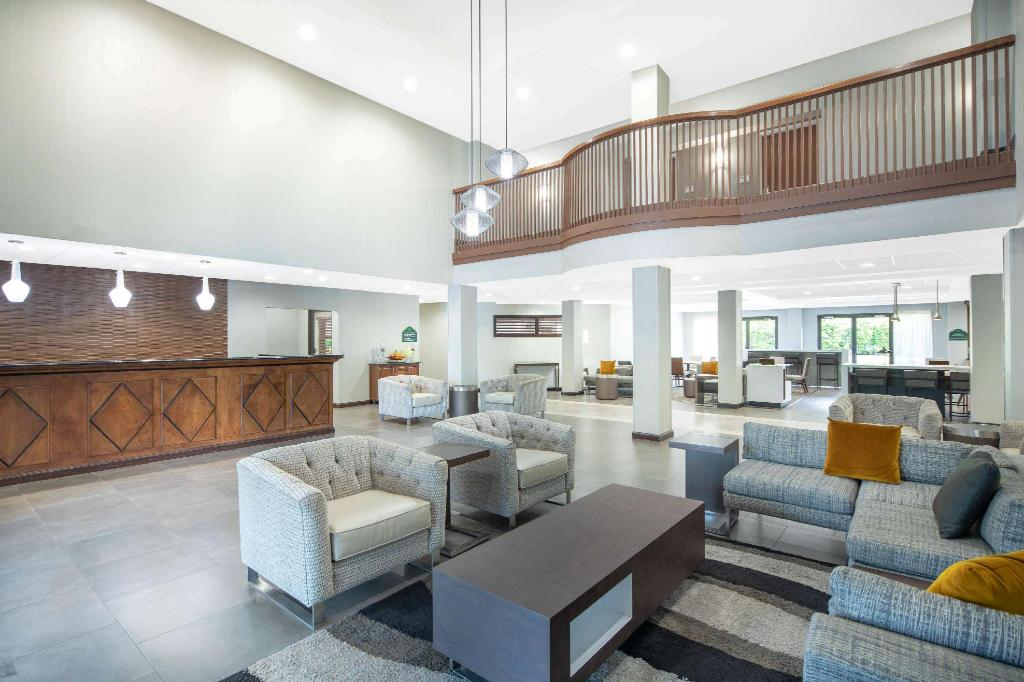 Lobby Wingate by Wyndham Greenville Airport