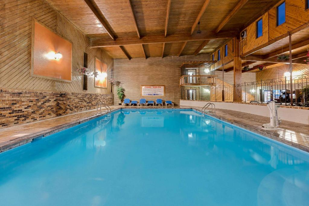 Piscina Travelodge by Wyndham Grand Forks