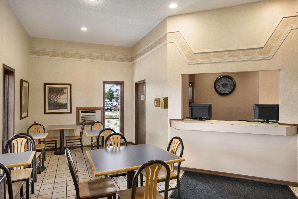 Lobby Super 8 By Wyndham Carbondale