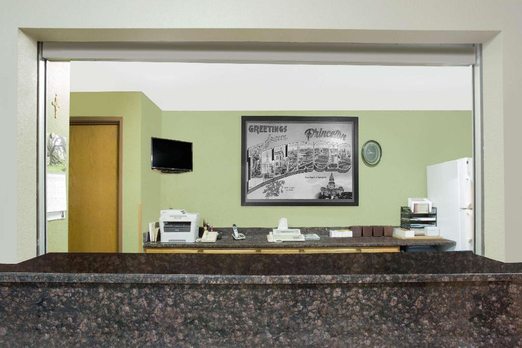 Lobby Super 8 By Wyndham Princeton