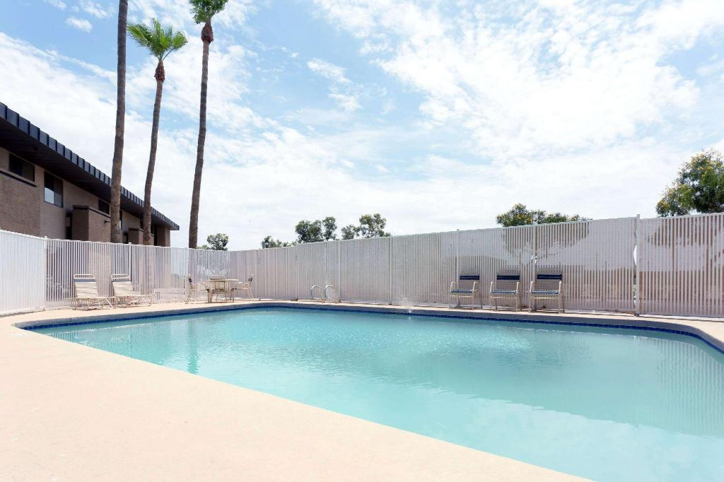 Piscina exterior Super 8 By Wyndham Chandler Phoenix