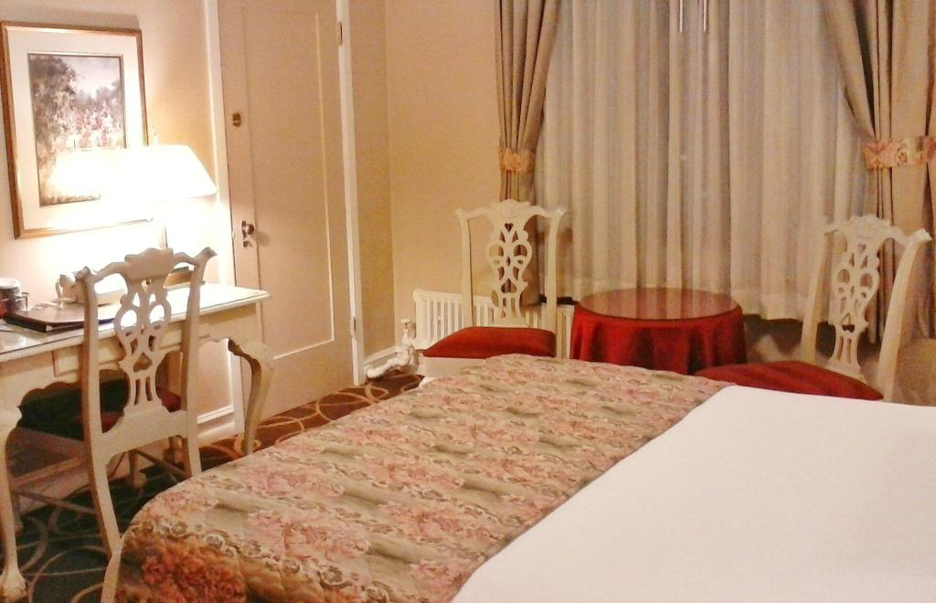 Queen Room with City View - Guestroom Hotel San Carlos