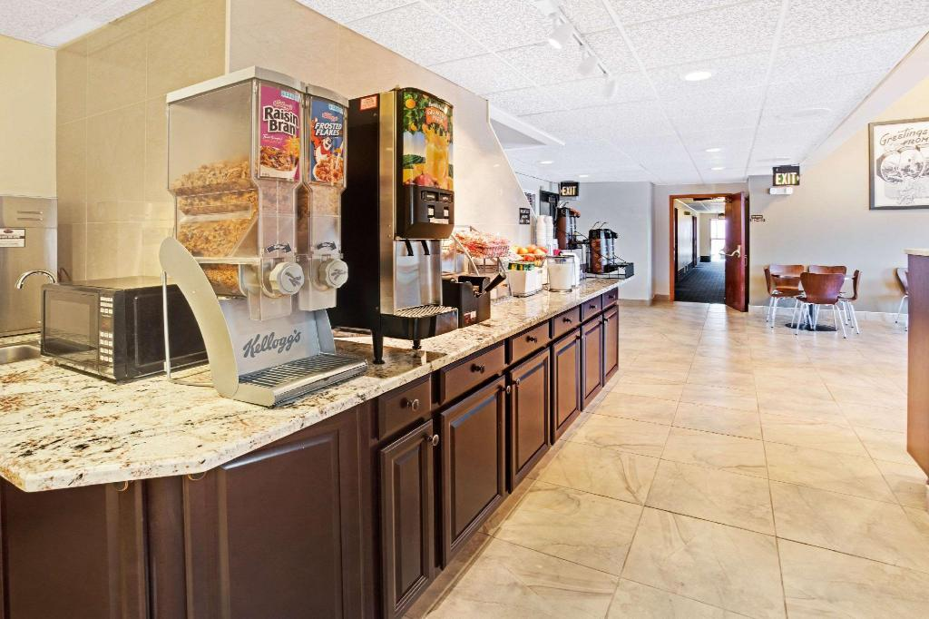 Coffee Shop/Café Super 8 by Wyndham Longmont - Del Camino