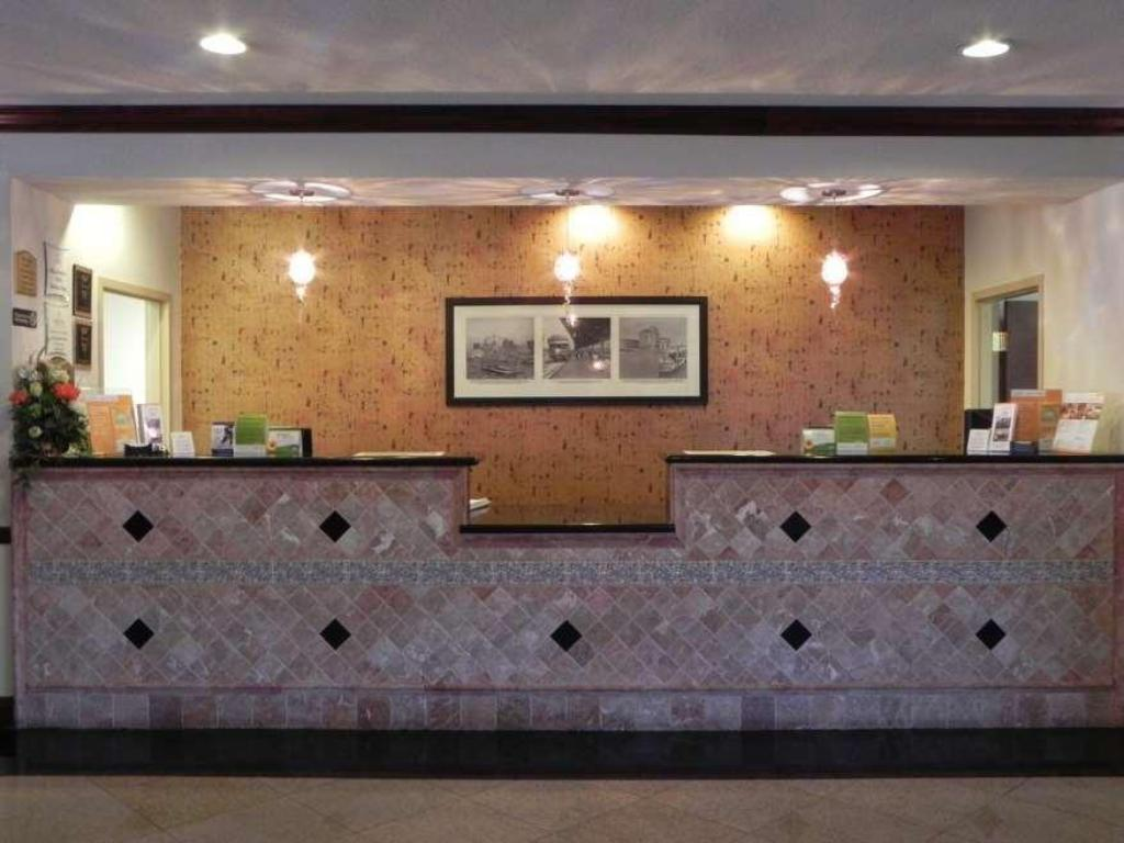 Lobby La Quinta Inn & Suites Tampa Central