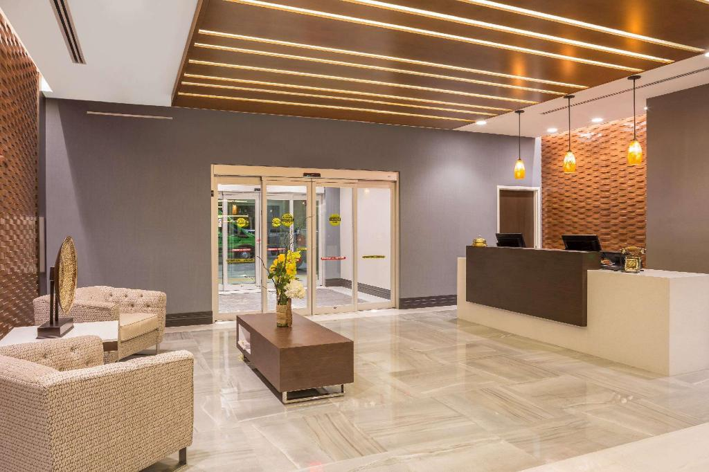 Lobby Wingate by Wyndham Miami Airport