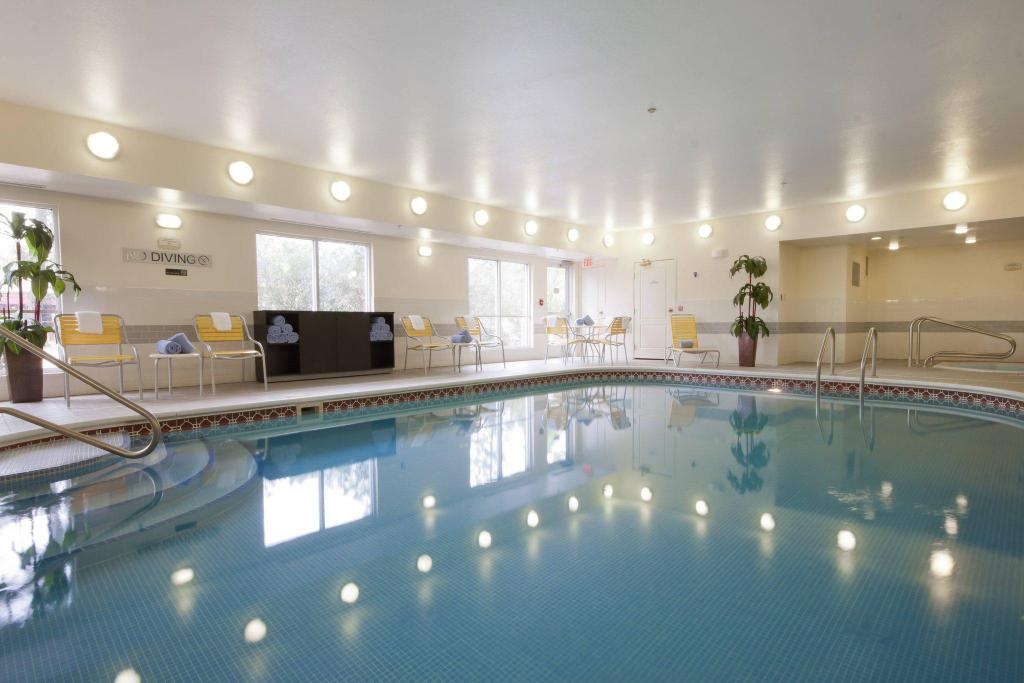 Swimmingpool Fairfield Inn & Suites Houston The Woodlands