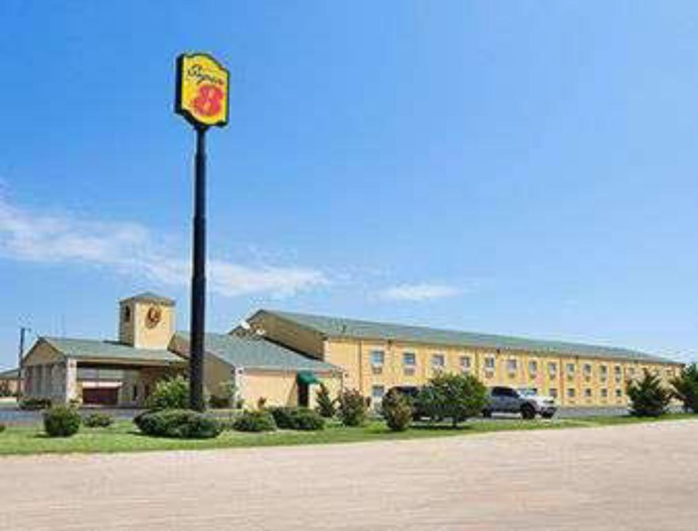 Super 8 by Wyndham Gainesville TX