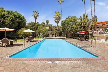 Swimming pool [outdoor] Super 8 By Wyndham Long Beach