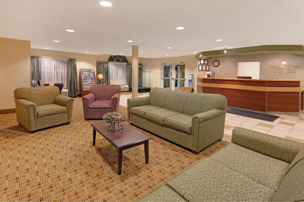 Lobby Microtel Inn & Suites by Wyndham Jasper