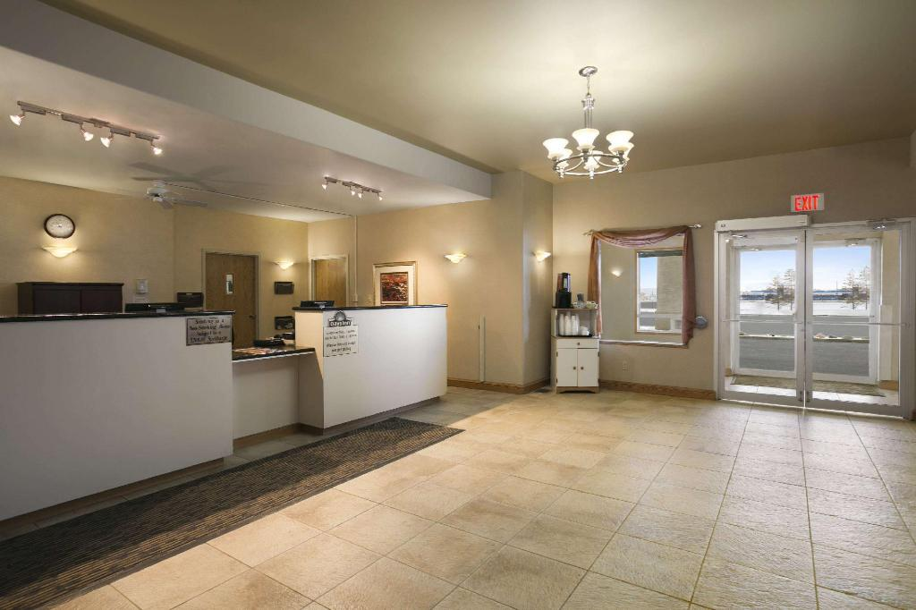 Lobby Days Inn by Wyndham Moose Jaw