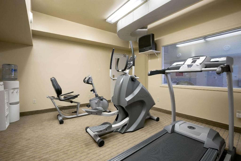 gym Days Inn by Wyndham Moose Jaw
