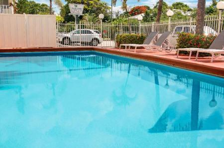 Swimming pool [outdoor] Travelodge by Wyndham Fort Lauderdale