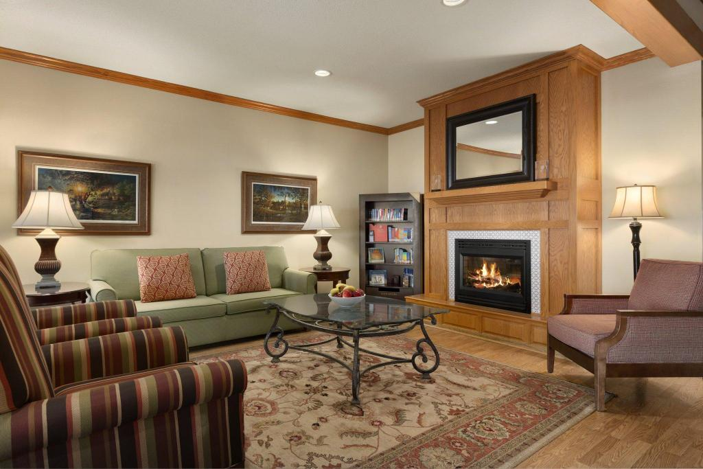 Lobby Country Inn & Suites by Radisson, Albert Lea, MN