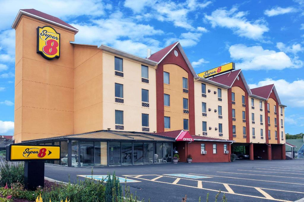 Super 8 By Wyndham Pigeon Forge Near The Convention Center