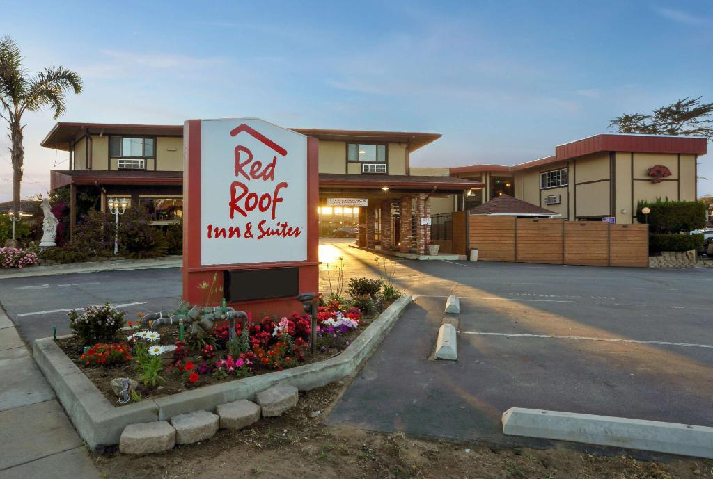 Vista exterior Red Roof Inn & Suites Monterey