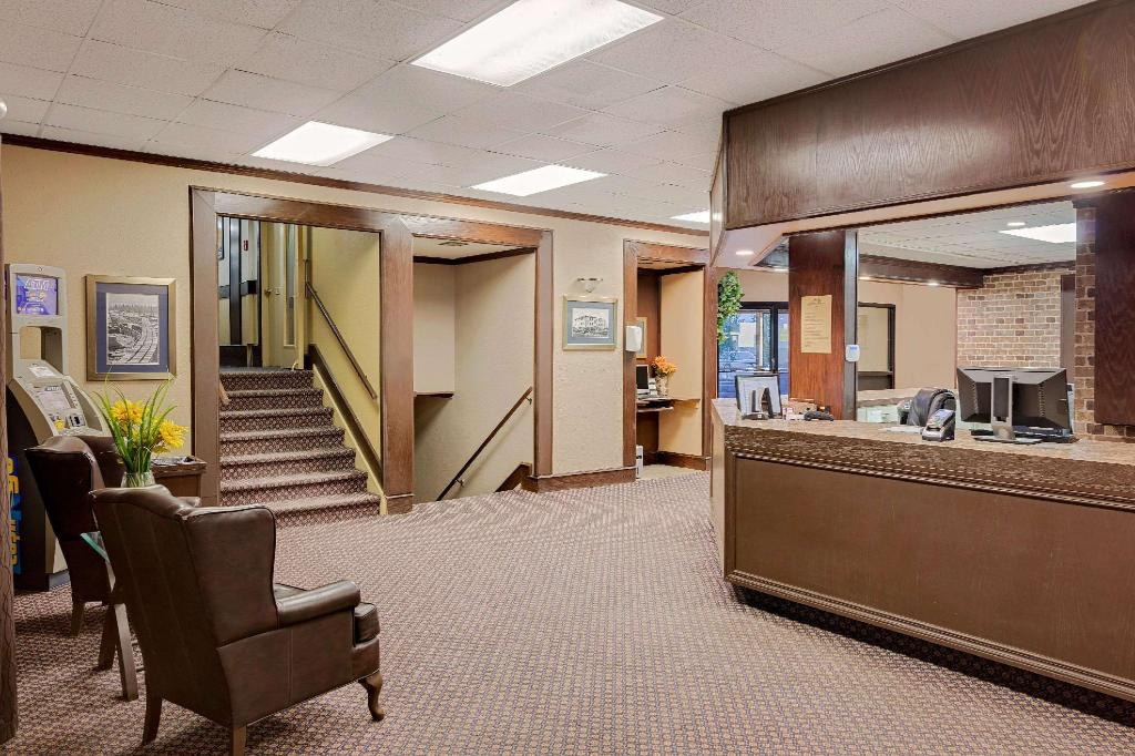 Lobby Howard Johnson by Wyndham Edson