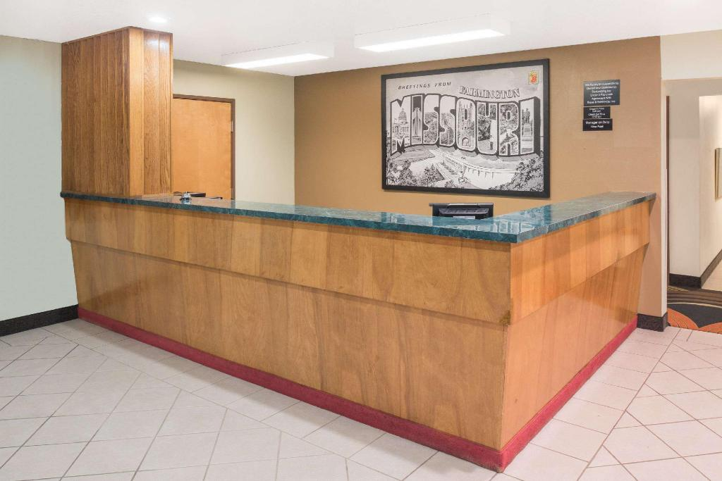 Lobby Super 8 By Wyndham Farmington