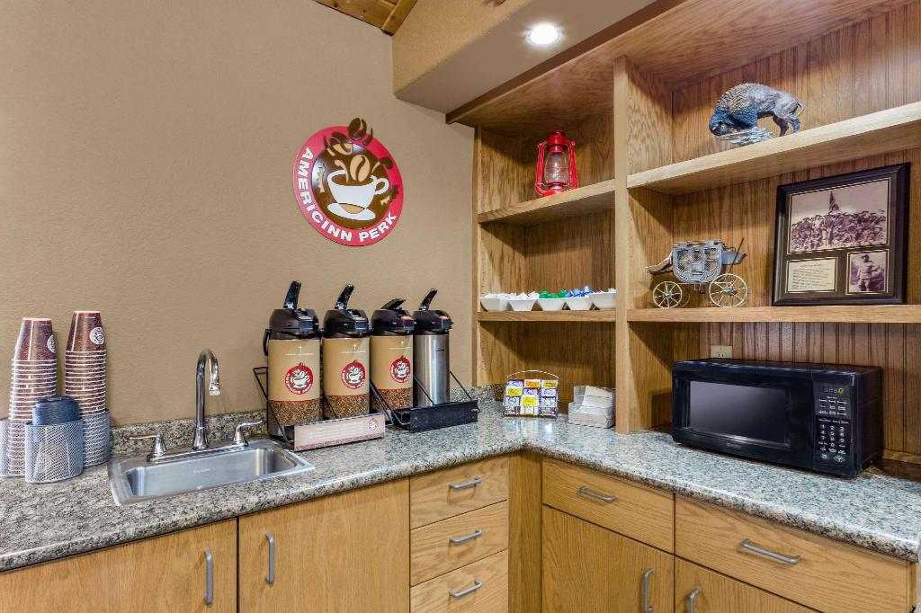 Coffee Shop/Café AmericInn by Wyndham Medora