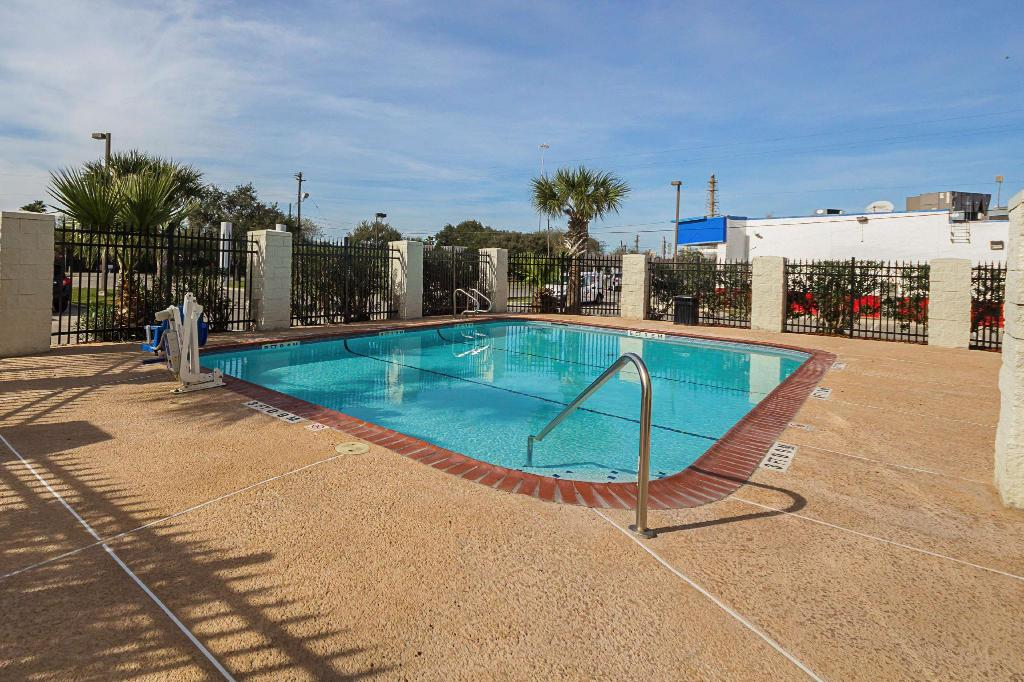 Piscina al aire libre Red Roof Inn & Suites Corpus Christi