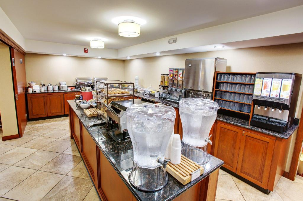 Mat och dryck Country Inn & Suites by Radisson, Traverse City, MI