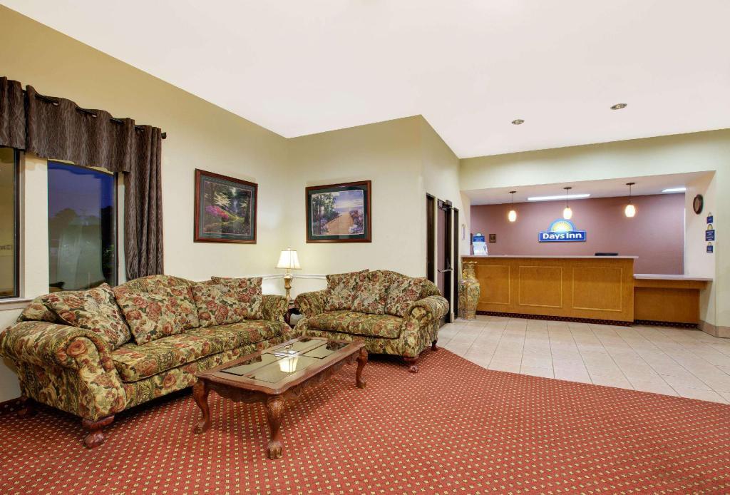 Lobby Days Inn by Wyndham Fairfield