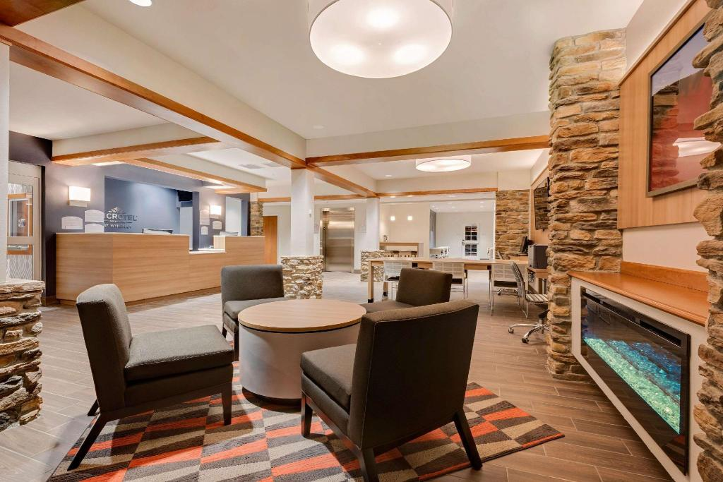 Lobby Microtel Inn & Suites by Wyndham Clarion