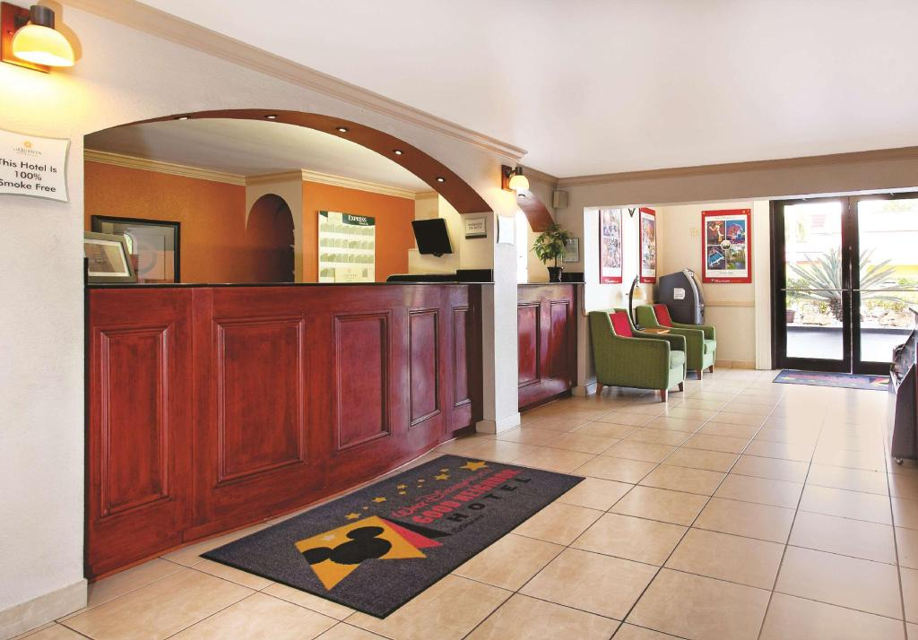 Lobby La Quinta Inn Orlando International Drive North