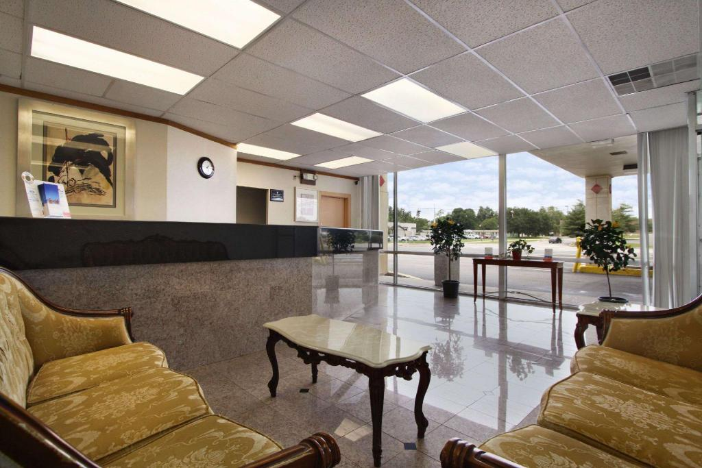 Lobby Super 8 By Wyndham Dover