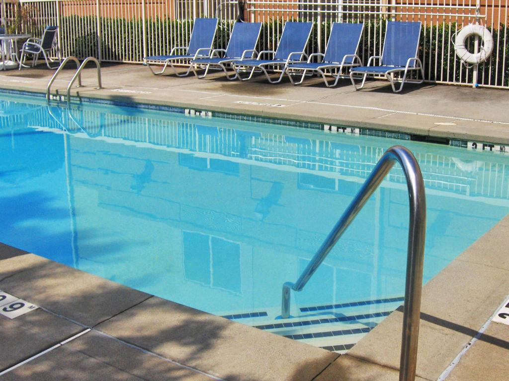 utomhuspool Extended Stay America Blue Ash Reed Hartman
