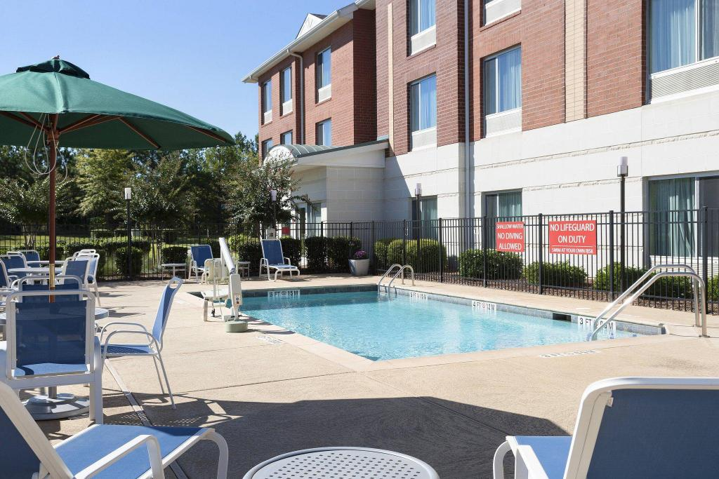 Piscina exterior TownePlace Suites Rock Hill