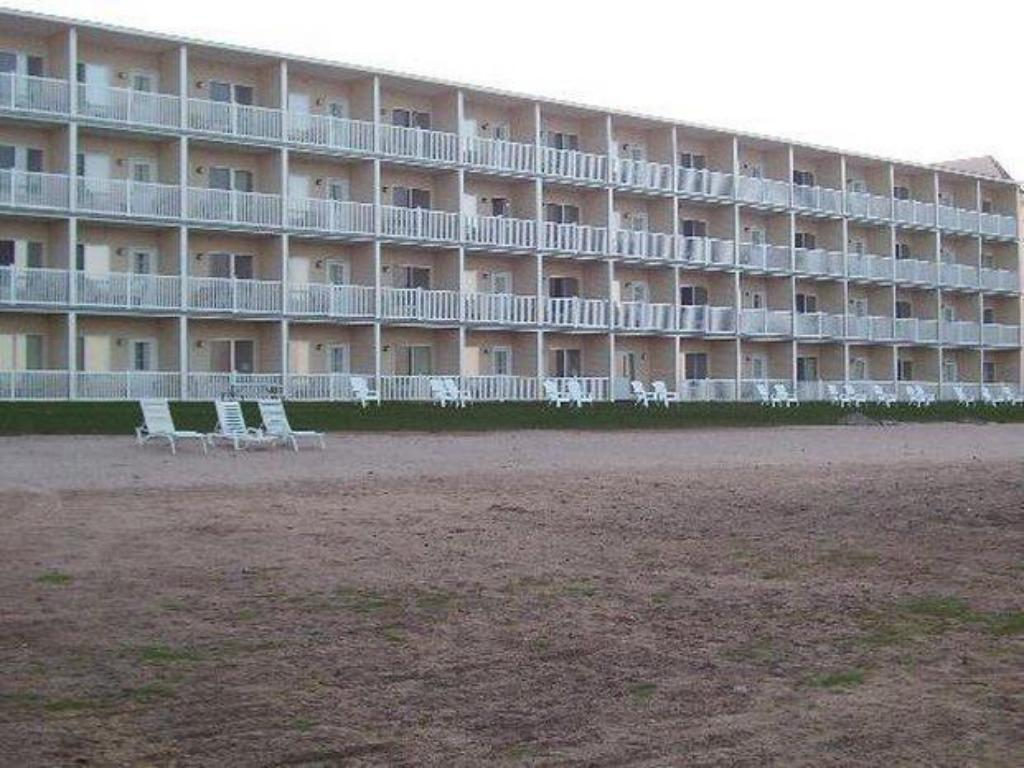 Vista exterior Mackinaw Beach and Bay Inn & Suites