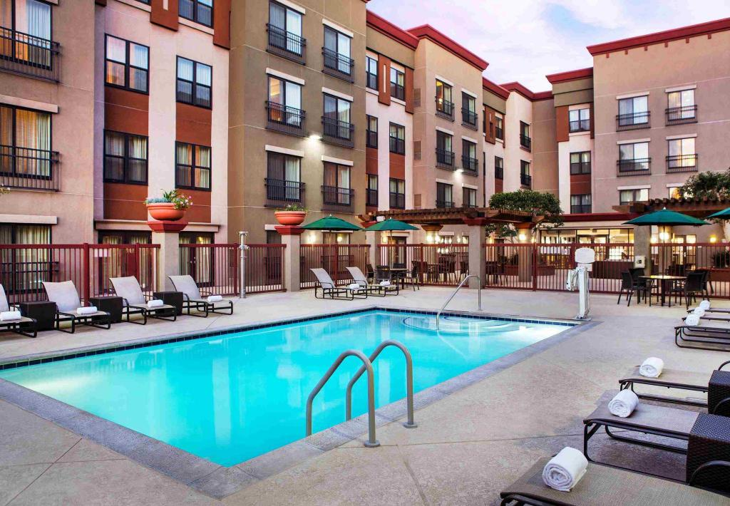 utomhuspool Residence Inn Los Angeles Burbank/Downtown