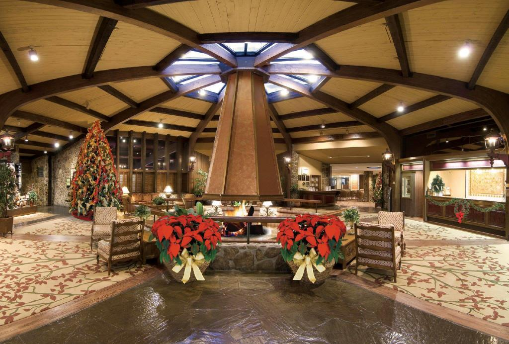 Lobby Lodge of Four Seasons Golf Resort, Marina & Spa
