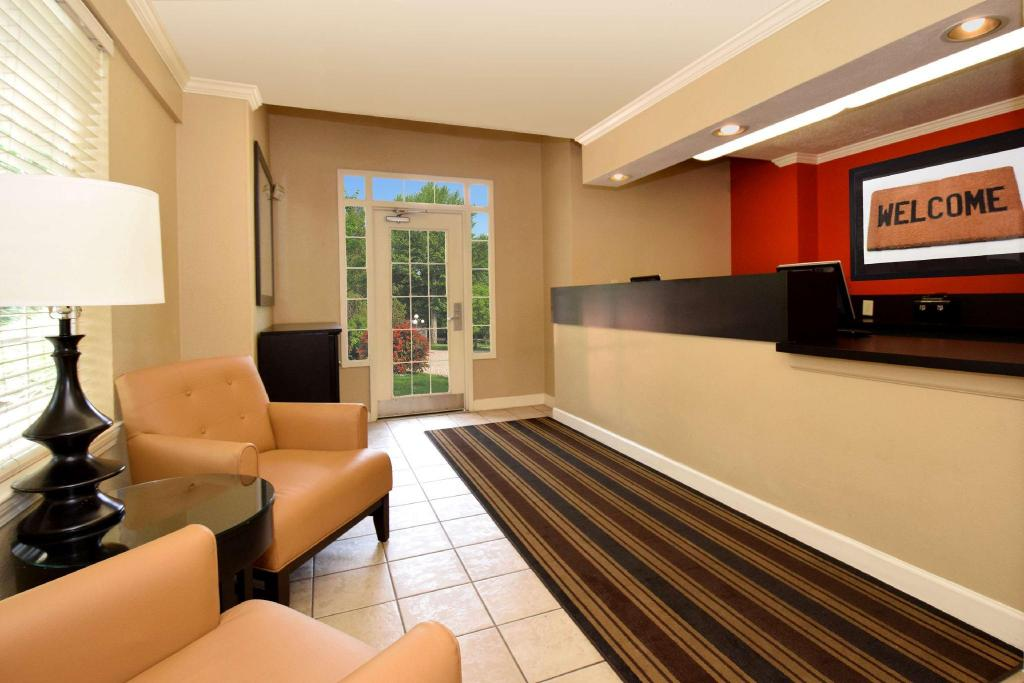 Lobby Extended Stay America Raleigh RTP Hwy 55