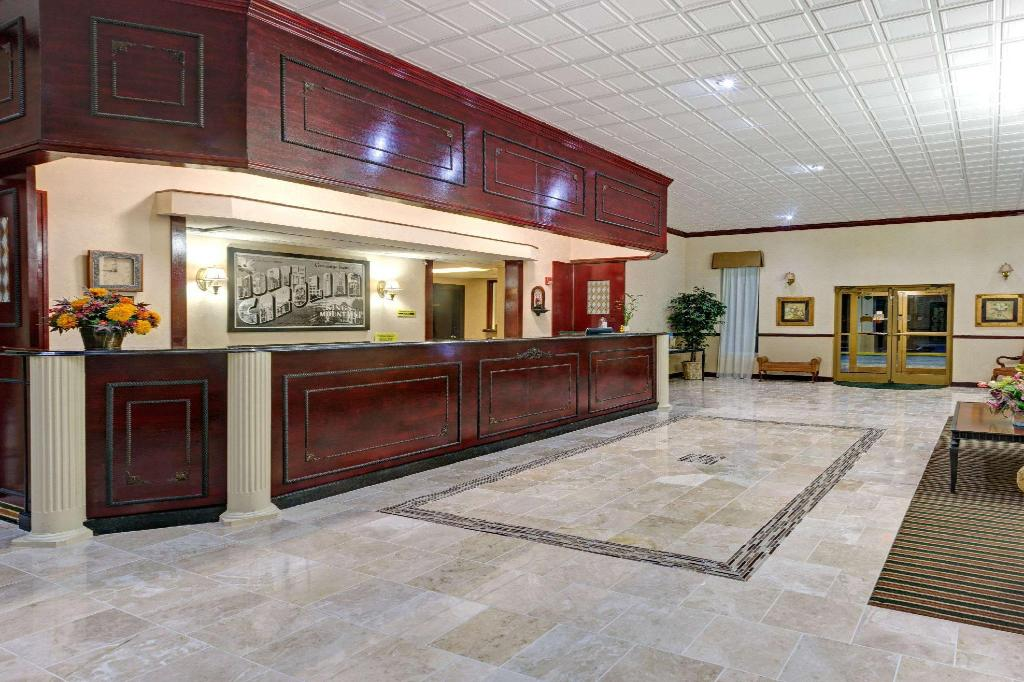 Lobby Super 8 By Wyndham Kings Mountain