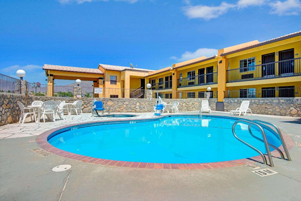 utomhuspool Days Inn by Wyndham El Paso West