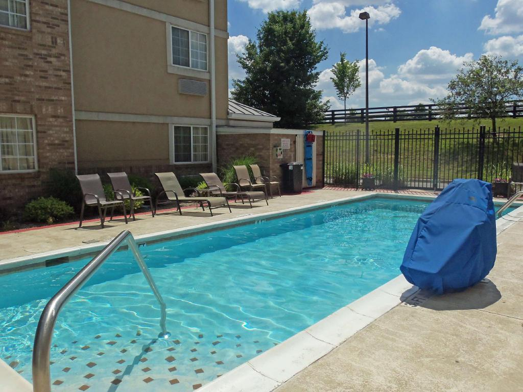 Piscina exterior Extended Stay America Louisville Alliant Avenue