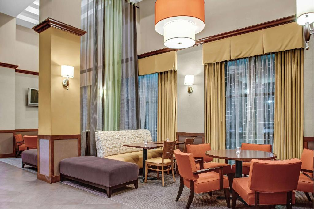 Lobi Hyatt Place Dallas Park Central