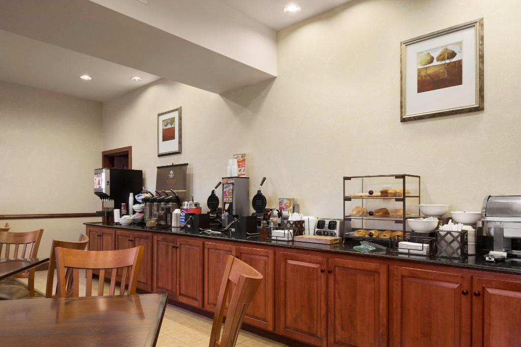 Coffee Shop/Café Country Inn & Suites by Radisson, Crestview, FL