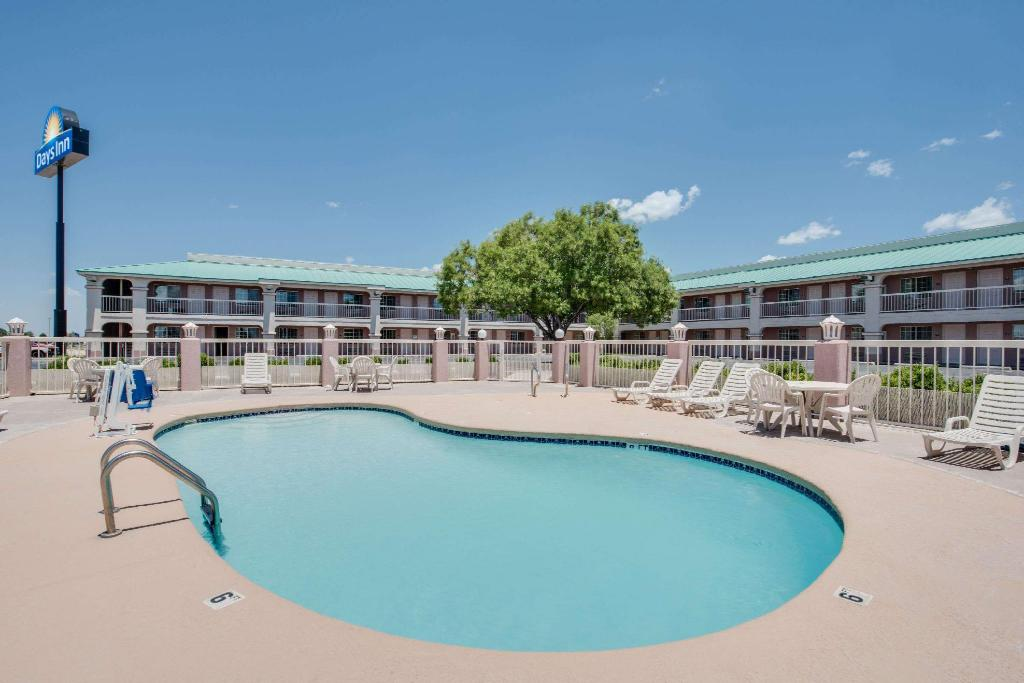 Piscina al aire libre Days Inn by Wyndham Fort Stockton