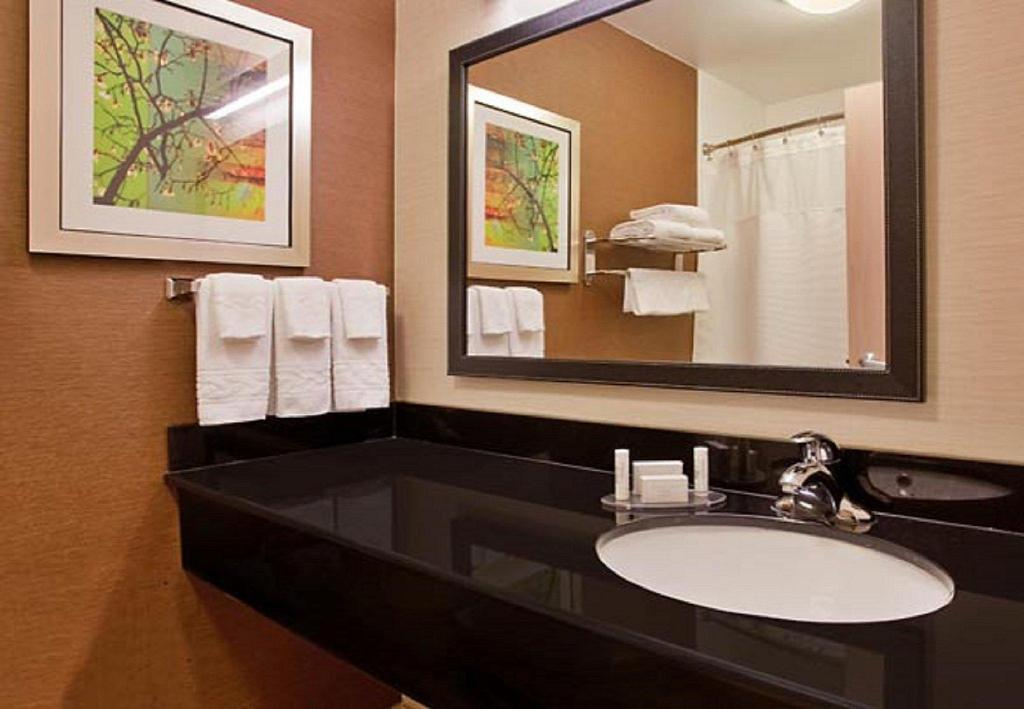 Badrum Fairfield Inn & Suites Tulsa Southeast/Crossroads Village